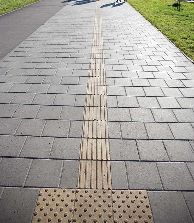 Тротуарна плитка квадрат тактильний полоска